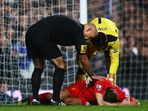 Steven Gerrard cedera menentang Chelsea