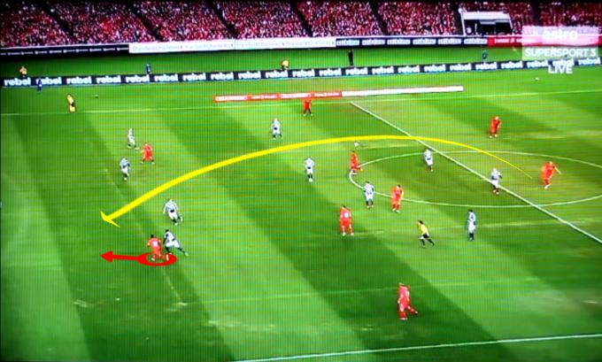 Hantaran jauh Steven Gerrard kepada Sterling Minit ke-5
