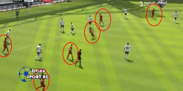 Tengok berapa rami pemain Liverpool dalam keadaan menyerang? Tekanan tinggi = Kesilapan pemain lawan.